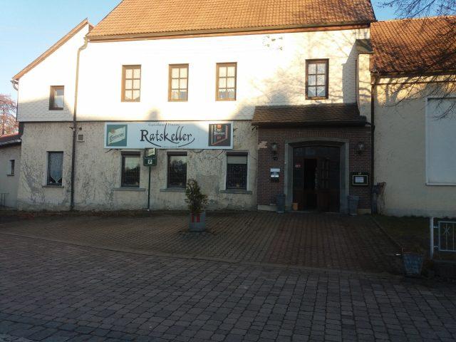 Gaststätte mit Betreiberwohnung und 2 Fremdenzimmern in Gräfinau-Angstedt zu Verpachten