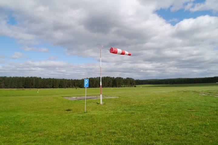 Hangar mit Vereinsraum und direkten Zugang zum Flugplatz